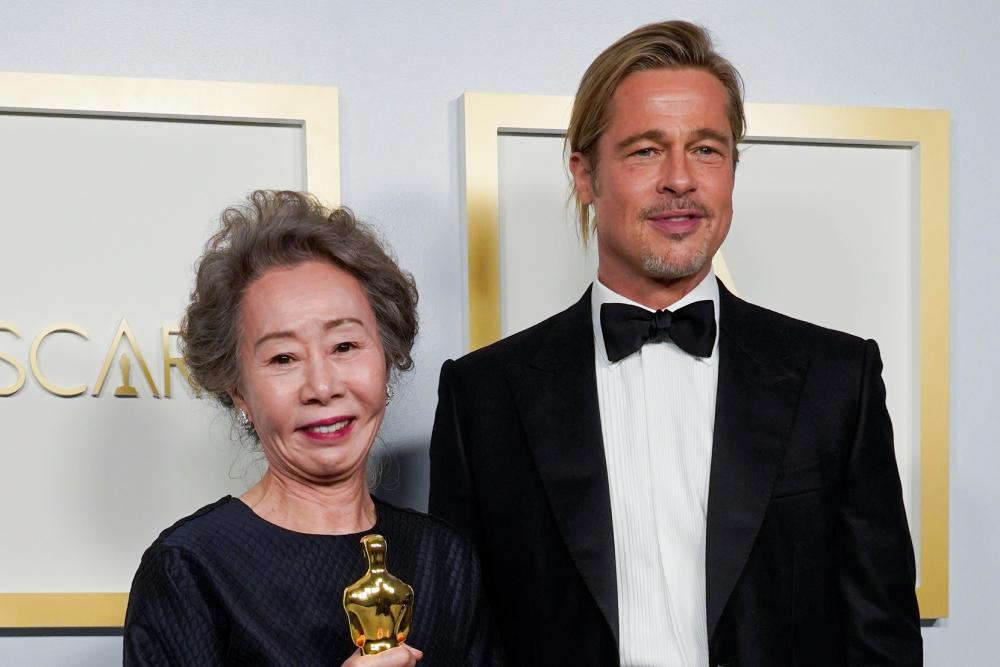 Скандалы «Оскара-2021»: демарш Энтони Хопкинса, пикантный вопрос про Брэда Питта и тверк в прямом эфире