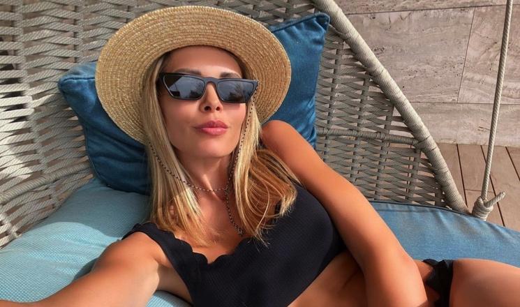 «Вкусная»: Мария Горбань пробежалась по пляжу в пикантном наряде