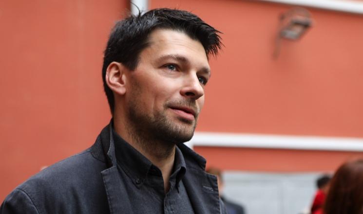 Слухи о романе с Еленой Кориковой и 20 лет брака без детей: актер Даниил Страхов уехал из Москвы