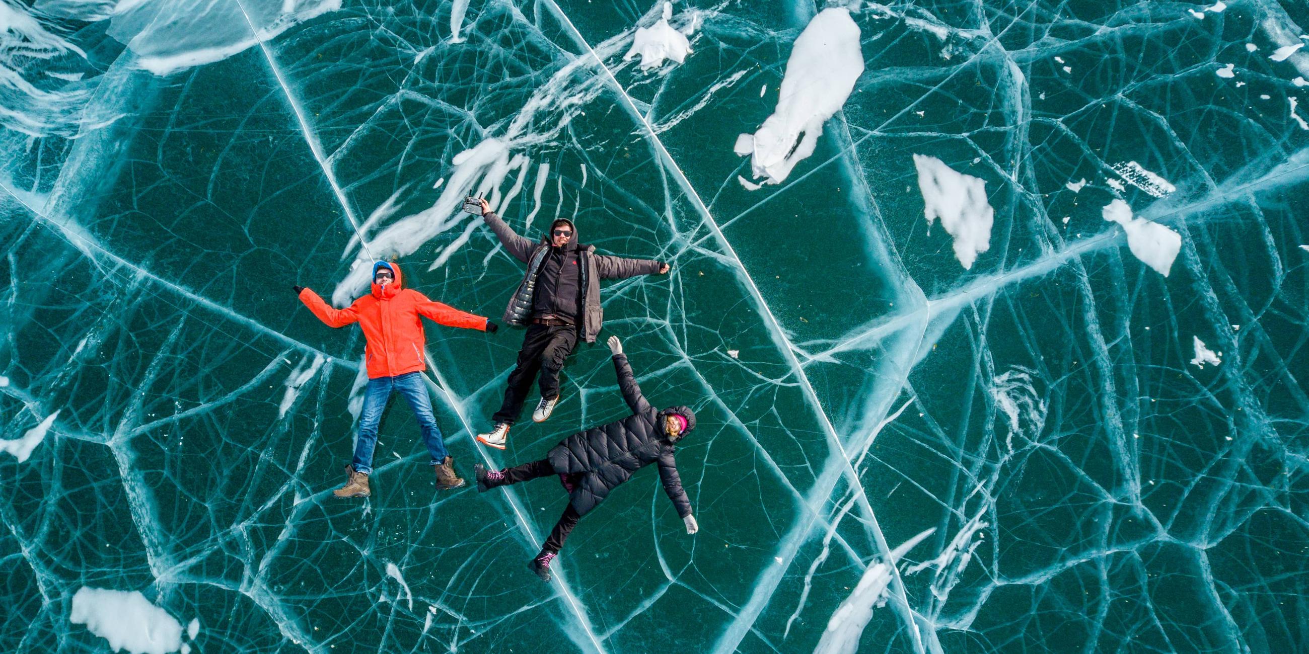 Зимой чистый лед Байкала похож на мраморФото: Виктор Гусейнов