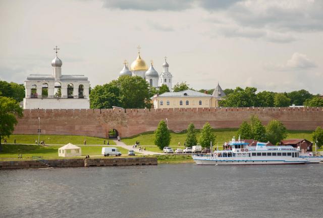 Почему это Великий Новгород - Господин?