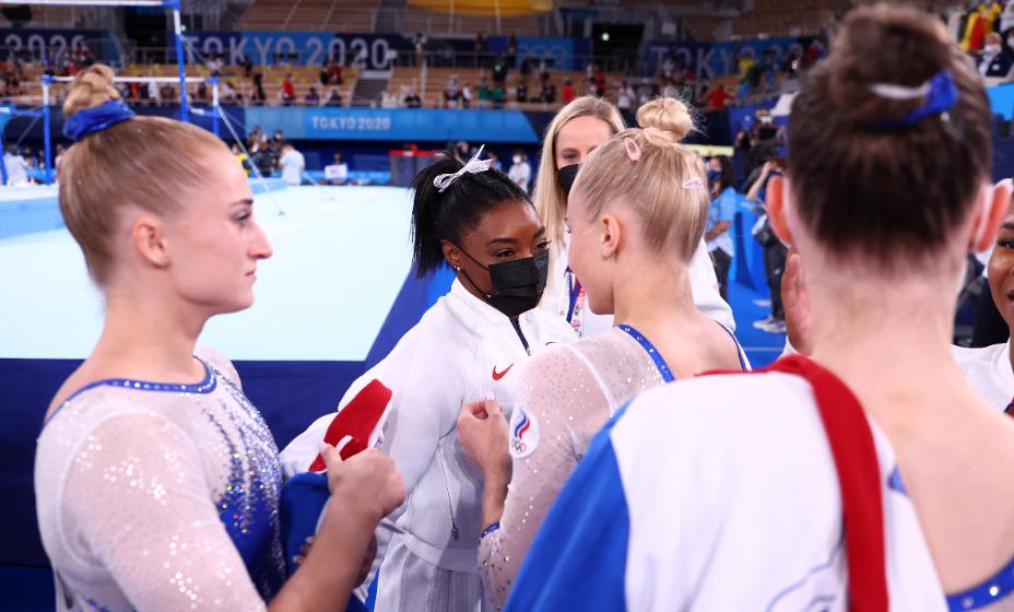 Именитая американка Симона Байлз первой поздравила российских гимнасток с победой на Олимпиаде. Фото: Reuters