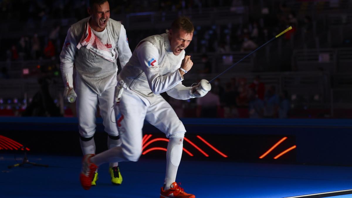 Победные эмоции сборной России по фехтованию на рапирах после выхода в финал Олимпиады. Фото: REUTERS