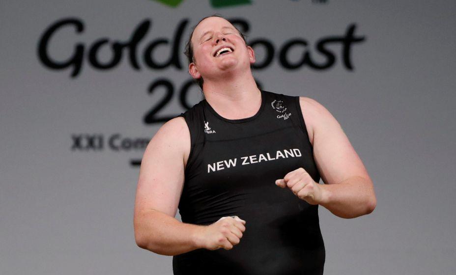 Лорел Хаббард не смогла показать силы в соревноаниях по тяжелой атлетике. Трансгендер после неудачного выступления на Играх-2020 завершила спортивную карьеру. Фото: Reuters
