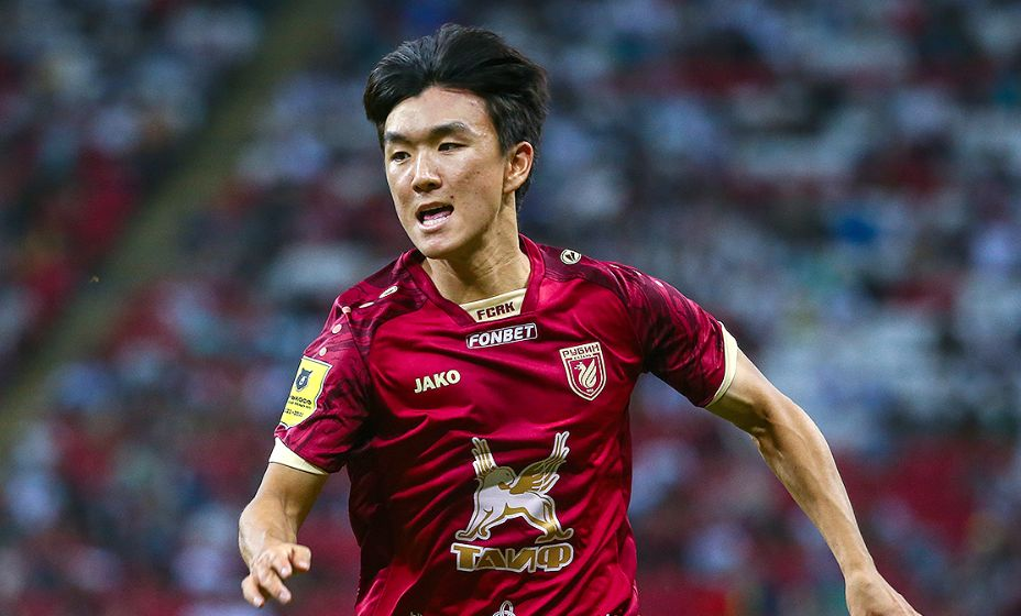 Корейский полузащитник «Рубина» Хван Ин Бом помог своей команде добыть ничью. Фото: РПЛ