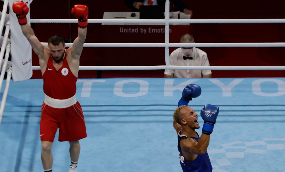 Боксер Имам Хатаев считает, что судьи должны были называть его победителем полуфинального боя с Бенджамином Уиттакером. Фото: Reuters